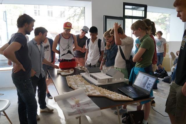 Besuch im architekturb ro otto nagel gymnasium for Architekturburo englisch