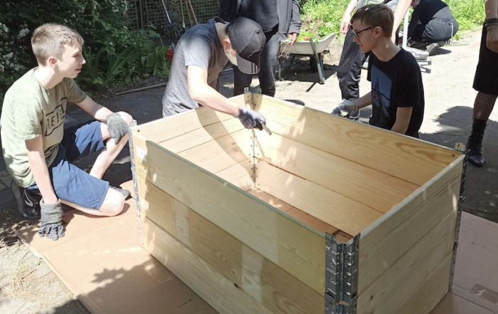 Betriebspraktikum Schülerpraktikum 9. Klasse Jahrgang Treppenhaus Hochbeete